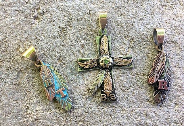 FEATHER PENDANTS & CROSS/FEATHER PENDANT
